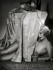 Femme nue tenant une coupe de champagne pour le réveillon du Nouvel an. Photographie de l'Atelier Manassé (actif entre 1922 et 1938), vers 1934. © Atelier Manassé/Imagno/Roger-Viollet