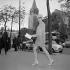 Mode féminine. Paris, années 1960. © Jacques Cuinières / Roger-Viollet