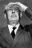 Harold Macmillan (1894-1986), homme politique britannique, observant le décollage de l'avion de John F. Kennedy (1917-1963), homme d'Etat américain. Aéroport de Nassau (Bahamas), 26 décembre 1962. © TopFoto / Roger-Viollet