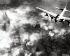 Guerre 1939-1945. Bombardier US B-17 au-dessus d'Auschwitz durant le bombardement sur la raffinerie de l'usine I.G. Farben. Auschwitz (Pologne), 1944. Galerie Bilderwelt. © Bilderwelt/Roger-Viollet