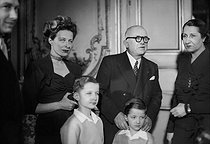 Vincent Auriol (1884-1966), President of the French Republic, with his family at the Elysee Palace shortly after his election. From left to right : Paul and Jacqueline Auriol, Vincent Auriol and his wife Michelle. Bottom ; the two sons of Paul and Jacqueline Auriol. Paris, January 1947. © Roger-Viollet