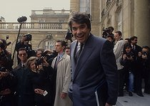 Bernard Tapie (born in 1943), minister of town in Pierre Bérégovoy's government, leaving the Cabinet. Paris, April 1992. © Jean-Paul Guilloteau/Roger-Viollet
