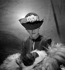 Chapeau Ejad. Paris, janvier 1938.  © Boris Lipnitzki/Roger-Viollet