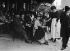 Guerre 1914-1918. Serveuse de café. Paris. © Maurice-Louis Branger/Roger-Viollet