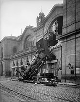The accident at the Montparnasse train station. Paris,  October 22, 1895. © Neurdein / Roger-Viollet