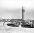 Printemps de Prague. Entrée des troupes du pacte de Varsovie en Tchécoslovaquie. Char soviétique devant une antenne de télé-diffusion. Prague, 21 août 1968. © Ullstein Bild / Roger-Viollet