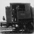 Cheminots sur une locomotive à vapeur. Drancy (Seine-saint-Denis), 1970. Photographie de Léon Claude Vénézia (1941-2013). © Léon Claude Vénézia/Roger-Viollet