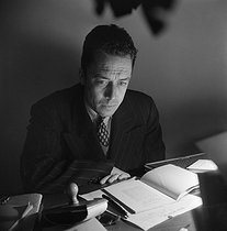 Albert Camus (1913-1960), French writer and dramatist, 1947. © Izis / Izis Bidermanas / Roger-Viollet