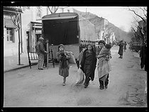 "Spanish civil war (1936-1939). ""La Retirada"". Spanish refugees arriving with some clothes. Le Perthus (France), on January 27, 1939. Photograph from the Excelsior newspaper. © Excelsior - L'Equipe / Roger-Viollet"