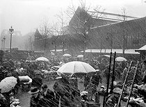 The Halles market under the snow. Paris (Ist arrondissement). © Henri Martinie / Roger-Viollet