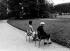 Indira Gandhi (1917-1984), femme politique indienne en compagnie de Jawaharlal Pandit Nehru (1889-1964), son père. Paris. 1962. © Ullstein Bild/Roger-Viollet