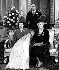 La famille royale du Royaume-Uni lors du baptême du prince Charles Philip Arthur George (né en 1948). Assises : la princesse Elisabeth (née en 1926), portant son fils le prince Charles et la reine Mary (1867-1953), sa grand-mère ; le roi George VI du Royaume-Uni (Albert Frederick Arthur George, 1895-1952) se tient debout au centre. Buckingham Palace Londres (Royaume-Uni), 15 décembre 1948. © TopFoto/Roger-Viollet
