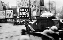 Sino-Japanese War in 1937. Street battle in Chapei, Shanghaï's suburb. A Japanese tank and of Japanese marine riflemen behind a barricade of sandbags. © Roger-Viollet