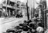 Guerre sino-japonaise (1937-1941). Combat dans une rue de Shanghaï. Soldats japonais progressant avec une auto-mitrailleuse.  © Roger-Viollet