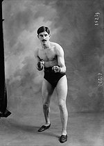 Bailly, French athlete. Paris, 1913. © Maurice-Louis Branger / Roger-Viollet