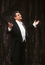Plácido Domingo (born in 1941), Spanish tenor. Paris, Gala France-Libertés, February 1989.  © Colette Masson/Roger-Viollet