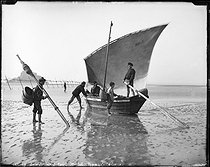 Fishermen in the bay. Mont-Saint-Michel (France), circa 1900. © Léon et Lévy / Roger-Viollet