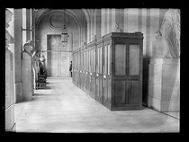 World War One. Eve of the signing of the Treaty of Versailles. Telephone booths for the press. Palace of Versailles (France), on June 27, 1919. © Excelsior – L'Equipe/Roger-Viollet
