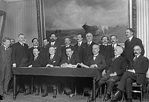 First Herriot Cabinet (June 14, 1924 - April 10, 1925). Sitting, from left to right: Camille Chautemps, René Renoult, Edouard Herriot, Etienne Clémentel, General Mollet and Victor Peytral. Standing: François-Albert, Bovier-Lapierre (behind), Eugène Raynaldy, Laurent-Eynac, Daladier, J.L. Dumesnil, Léon Meyer, Dalbiez, Justin Godart, de Moro-Giafferi, Henri Queuille and Pierre Robert. © Maurice-Louis Branger/Roger-Viollet