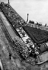 Guerre 1939-1945. Militaires se reposant sur les quais de la Seine, le long du palais du Louvre, après avoir participé au déménagement des chefs-d'oeuvre du musée. 1939. © Roger-Viollet