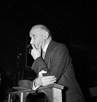 Robert Schuman (1886-1963), French politician, at the MRP (French Popular Republican Movement). Toulouse (France), on May 8, 1948. © Roger Berson / Roger-Viollet