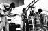 Santana se produisant à Woodstock. Bethel (Etats-Unis), août 1969. Photo : Jason Laure. © Jason Laure / The Image Works / Roger-Viollet