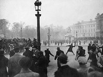 Demonstration of February 6, 1934, in Paris, organized by right leagues. Confrontations at the place de la Concorde. © Collection Roger-Viollet / Roger-Viollet