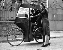Guerre 1939-1945. Le vélo abri. Paris, 1940. © LAPI/Roger-Viollet