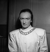 "Jean Vilar in ""Richard II"" of Shakespeare. Paris, T.N.P., October 1947. © Studio Lipnitzki/Roger-Viollet"