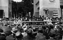 Inauguration of the memorial to the Lafayette Escadrille. Speech of Myron T. Herrick (1859-1929), ambassador of the United States. On the right : Paul Painlevé (1863-1933), French politician, and Ferdinand Foch (1851-1929), French Marshal. Marnes-la-Coquette (France), on July 4, 1928. © Albert Harlingue / Roger-Viollet
