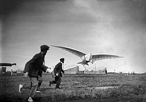 Gliding competition. Grandin aircraft. Vauville (France), on August 7, 1923. © Maurice-Louis Branger/Roger-Viollet