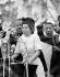 Marches de Selma à Montgomery pour les droits civiques. Rosa Parks (1913-2005), couturière américaine et activiste de la lutte contre la ségrégation raciale aux Etats-Unis, s'adressant aux manifestants depuis les marches du capitole de Montgomery (Alabama, Etats-Unis), 25 mars 1965.  © 1976 Matt Herron/Take Stock