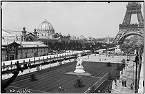 1889 World's Fair in Paris. View towards the Eiffel Tower from the Champ-de-Mars. © Neurdein/Roger-Viollet