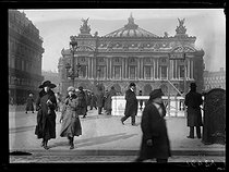 World War One. Sign indicating a shelter at the Opera metro station, place de l'Opéra. Paris, late February 1918.$$$ © Excelsior – L'Equipe/Roger-Viollet