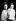 La princesse Elisabeth d'Angleterre (née en 1926) et son fils, le prince Charles (né en 1948), âgé de 11 mois et demi. © PA Archive/Roger-Viollet