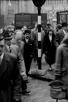 People working in the City, arriving at the Blackfriars metro station in the morning. London (England), 1958. © Jean Mounicq/Roger-Viollet