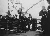 Emile Loubet (1838-1929), President of the French Republic, during an official visit in England, greeted by General Frederick Roberts (1832-1914). Dover (England), 1903. © Albert Harlingue / Roger-Viollet