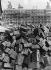 Pile de pavés en bois devant l'Opéra Garnier. Paris, vers 1930. © Imagno/Roger-Viollet