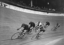 Cycling. Six-Day cycle race at the Winter velodrome. Paris (XVth arrondissement), 1949. © Roger-Viollet