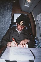 Yasser Arafat (1929-2004), head of the Palestine Liberation Organization, in his plane, November 1988.    © Françoise Demulder / Roger-Viollet