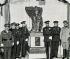 Dictature de Primo de Rivera (1923-1930). Le roi Alphonse XIII d'Espagne (troisième en partant de la droite, 1886-1941) et à ses côtés, Miguel Primo de Rivera (1870-1930), général et homme politique espagnol, lors de l'inauguration du monument commémorant le débarquement d'Al Hoceïma pendant la guerre du Rif (8 septembre 1925). © Iberfoto / Roger-Viollet