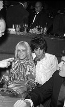 Keith Richards (born in 1943), English musician and guitarist of the Rolling Stones band, with Anita Pallenberg (1944-2017), Italian actress, model and fashion designer. 1966. © Noa / Roger-Viollet