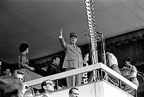 Charles de Gaulle (1890-1970), French statesman, making a speech. Behind him: Norodom Sihanouk (1922-2012), Cambodian King and statesman, and his wife Jacqueline. Phnom Penh (Cambodia), on September 2, 1966. © Roger-Viollet