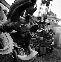 World War II. German occupation. Destruction of statues to recycle the metal. Alligators from the place de la Nation, by Georges Gardet. Paris, 1941. © Pierre Jahan/Roger-Viollet