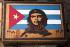 Boîte de cigares décorée d'un drapeau cubain et du portrait du Che. Trinidad (Cuba). © Alberto Korba/TopFoto/Roger-Viollet