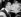 """Federico Fellini (1920-1993), acteur et cinéaste italien, embrassant Anita Ekberg (1931-2015), actrice suédoise, à la fin du tournage de """"La Dolce Vita"""". Italie, 8 juin 1959. © TopFoto / Roger-Viollet"""