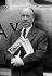 Alfred Hitchcock (1899-1980), réalisateur américain d'origine britannique. Aéroport de Londres (Angleterre), 13 mai 1954. © PA Archive/Roger-Viollet