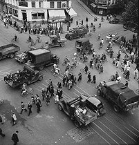 World War II. Circulation in Paris the last days of the German occupation. August 1944. © LAPI/Roger-Viollet