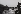 """Promenade dans Paris. Photographies destinées à illustrer les livres d'Aragon """"Le Paysan de Paris"""" et """"Il ne m'est Paris que d'Elsa"""". Le pont des Arts au crépuscule. Vue prise vers l'est."""" Qui fauche à tort ton coeur d'un cri de remorqueur ébloui. """". 1953. Photographie de Jean Marquis (1926-2019). Bibliothèque historique de la Ville de Paris. © Jean Marquis / BHVP / Roger-Viollet"""