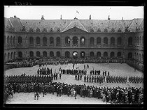 "World War I. Ceremony for the American Independence Day in the courtyard of the Invalides. Paris, on July 4, 1917. Photograph published in the newspaper ""Excelsior"" on July 5, 1917. © Excelsior – L'Equipe/Roger-Viollet"